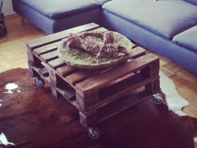 palettentisch selber machen so bauen sie einen tisch aus paletten. Black Bedroom Furniture Sets. Home Design Ideas