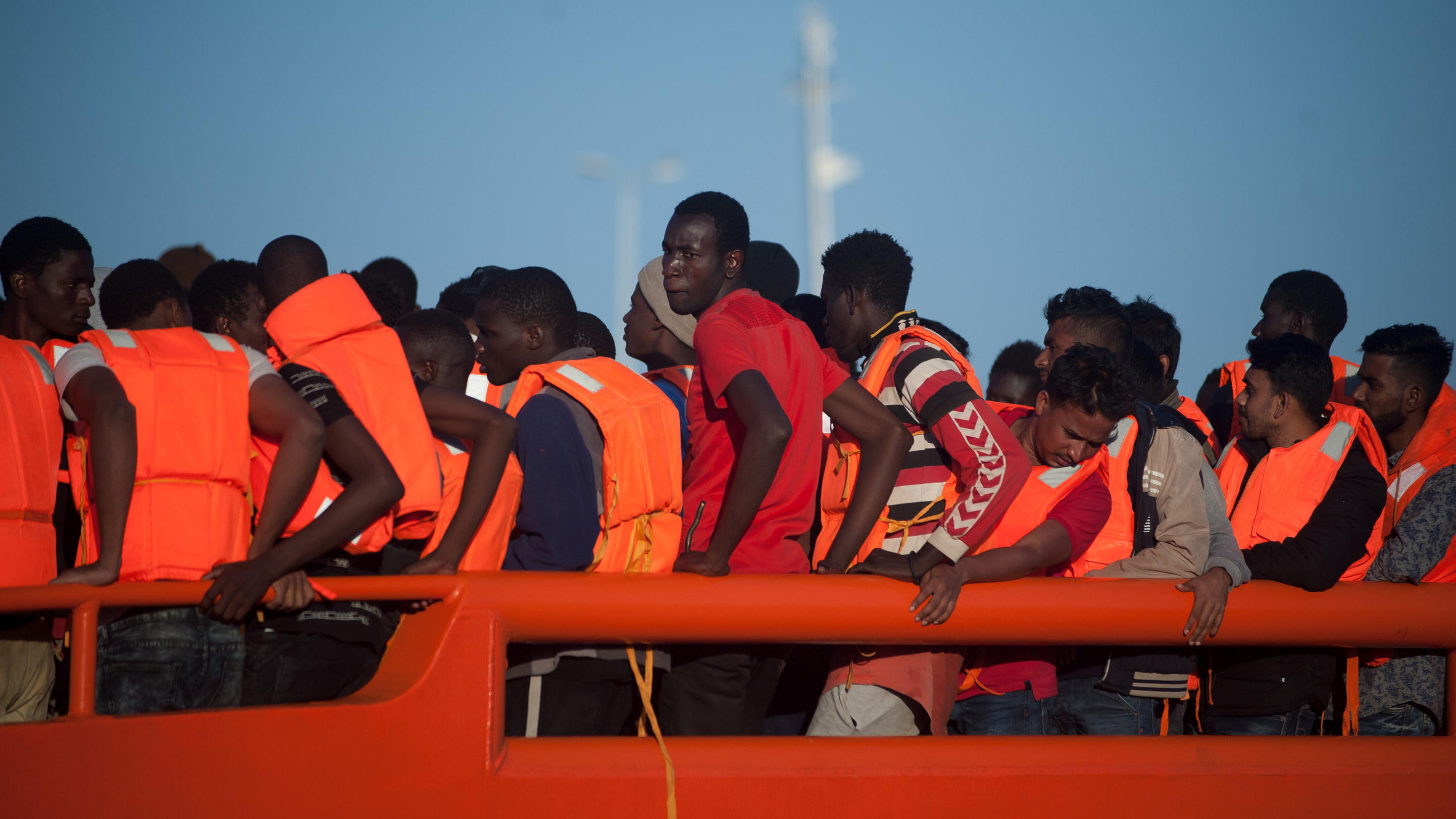 http://aisrtl-a.akamaihd.net/masters/1027419/2883x1622/giuseppe-conte-stellt-sich-quer-italien-nimmt-keine-geretteten-migranten-mehr-auf.jpg