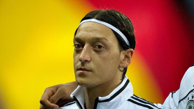 Fußball: Leiterin von Özils Ex-Schule wehrt sich gegen Vorwürfe