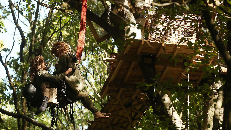 Hambacher Forst - Aktivistin von Leiter gestürzt und verletzt
