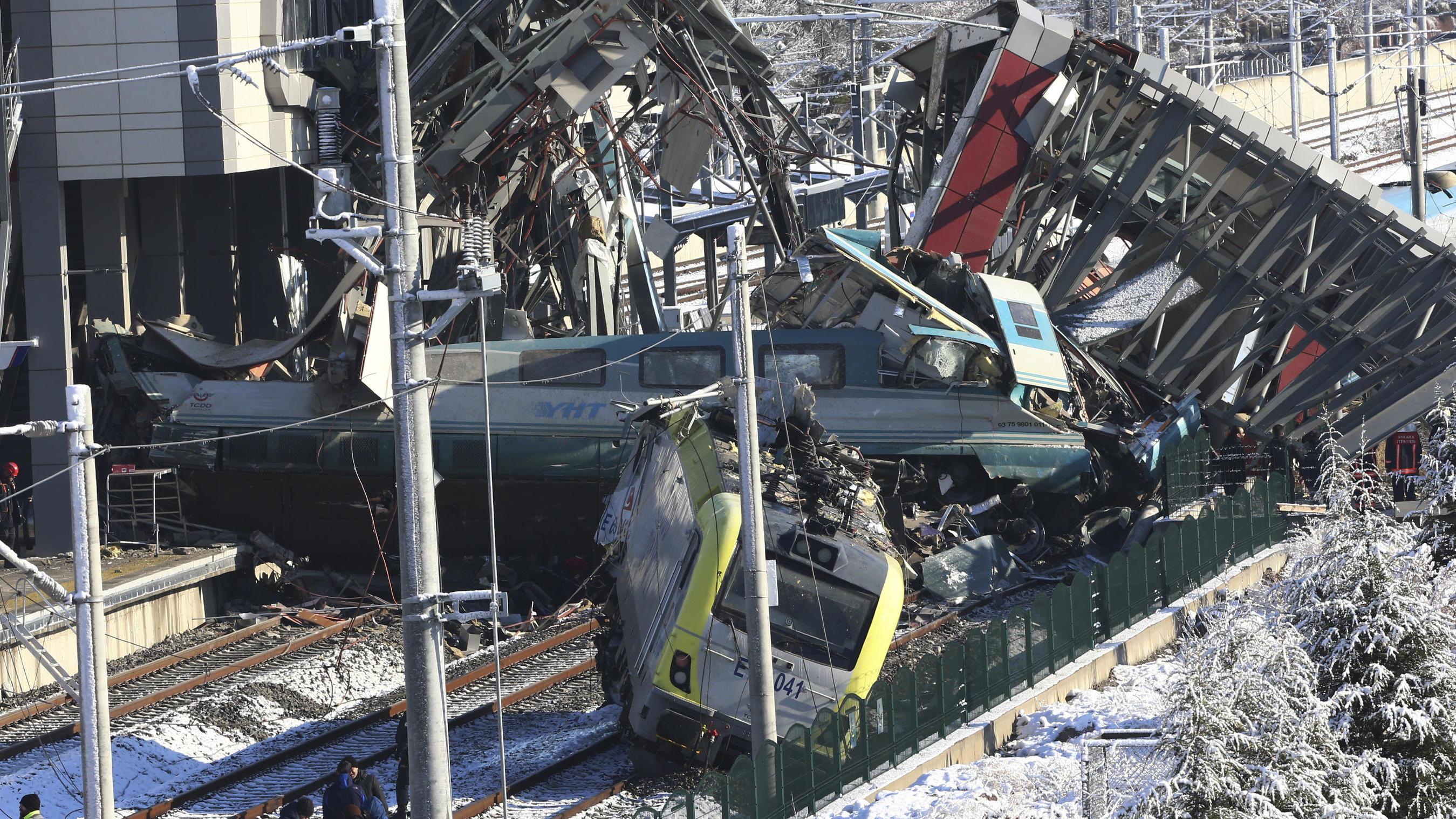 Ankara: Tote und Verletzt bei schwerem Zugunglück