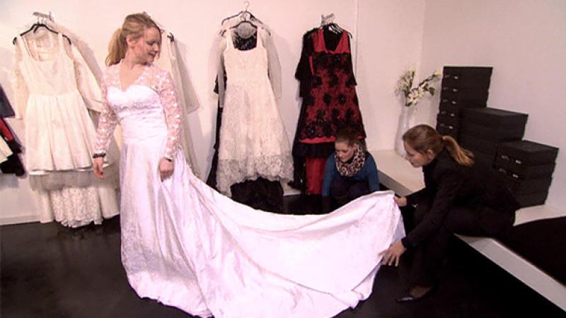 Hochzeitskleid selbst gehäkelt: Braut nutzt tägliche Busfahrt zur Arbeit