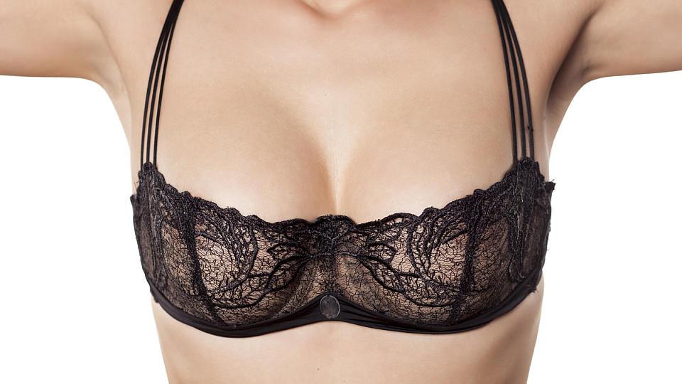 Spannende Brüste: Das sind Ursachen für eine Mastodynie
