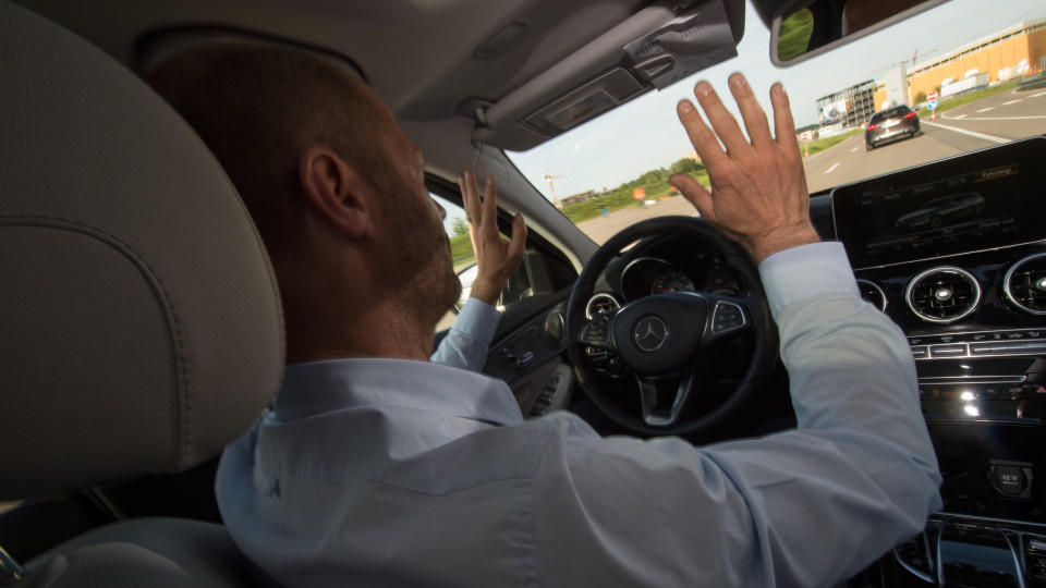 Hilflos am Steuer: Hacker finden Sicherheitslücke bei Autos