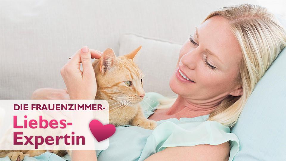 Klischee Frau mit Katze: Haben Katzenfrauen weniger