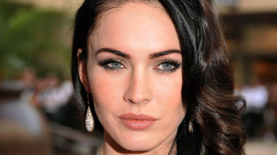 Blaue Augen Schwarze Haare