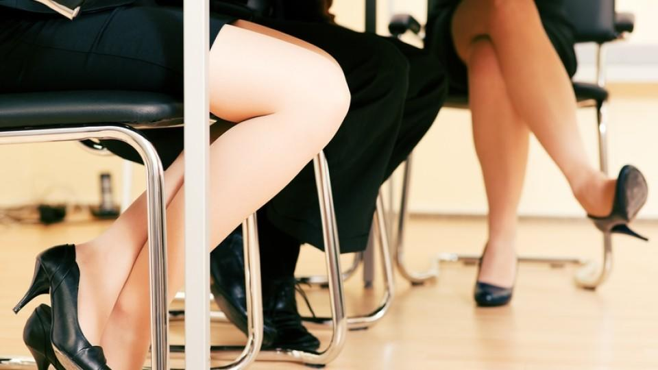 Gesten frau flirten Körpersprache der Frau - 5 Signale, dass sie auf dich steht - Männlichkeit stärken
