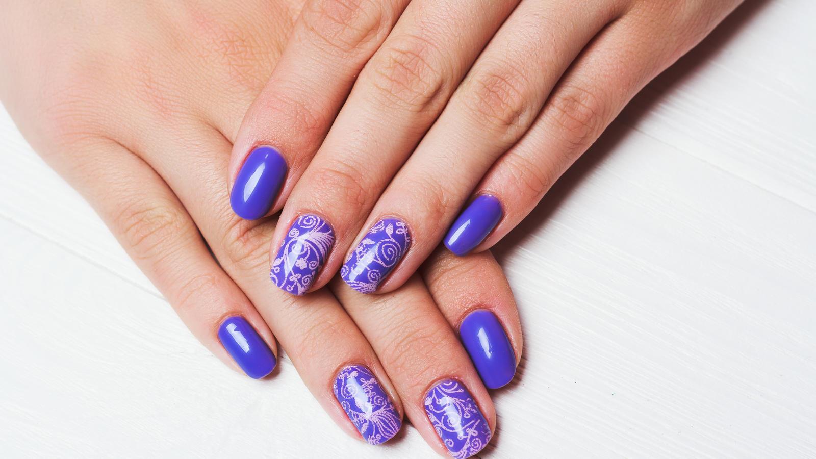 Stamping-Nails: Mit dem Nagelstempel zum perfekten Nageldesign