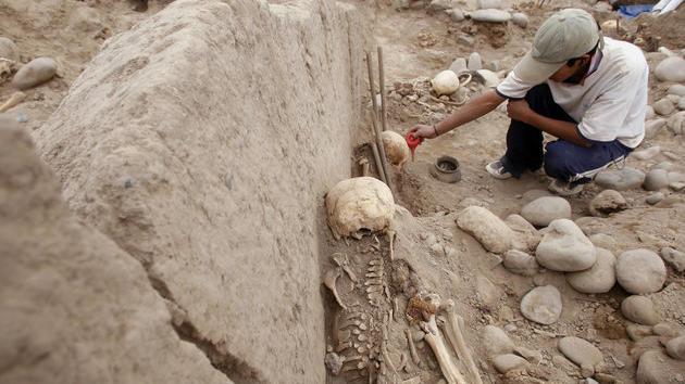 Archäologen entdecken altes Kinder-Massengrab in Peru