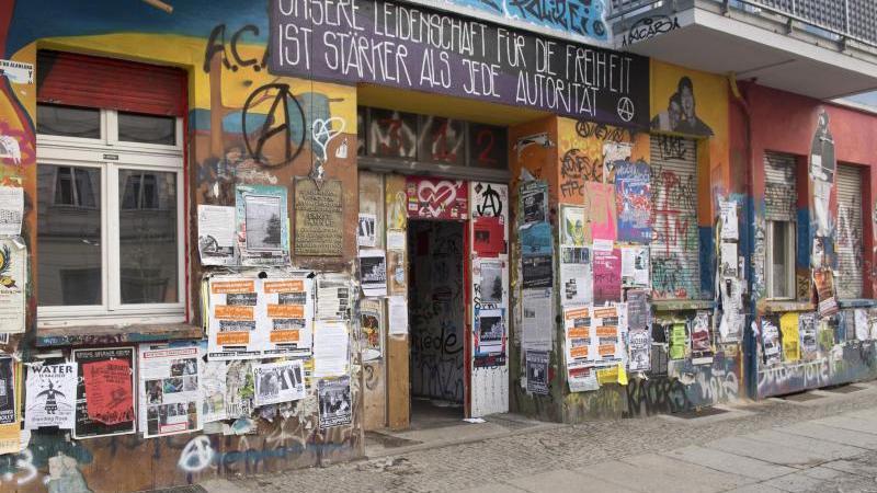 Prozesse: Gericht verhandelt über Autonomen-Kneipe in Rigaer Straße