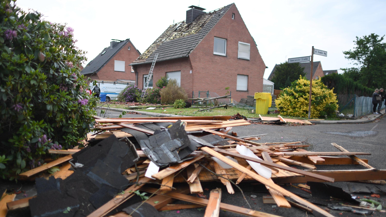 Unwetter in Nordrhein-Westfalen: Video zeigt einen gewaltigen Tornado