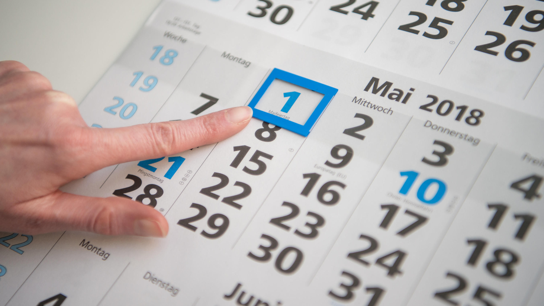 Linke im Bundestag fordern Wochenend-Feiertage sollen montags nachgeholt werden