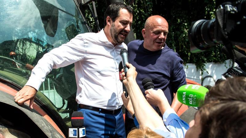 Populisten besiegeln Regierungsvertrag in Italien
