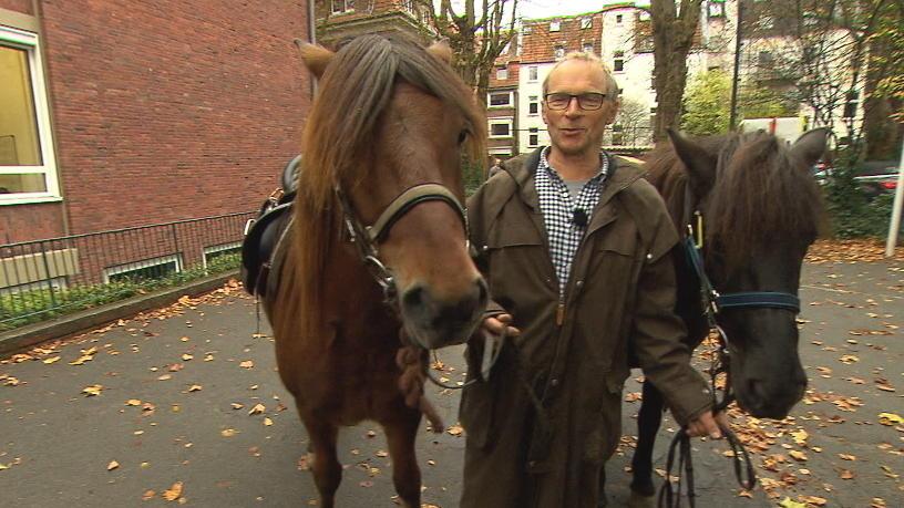 Schulweg mal anders: Opa holt Enkel mit dem Pferd ab