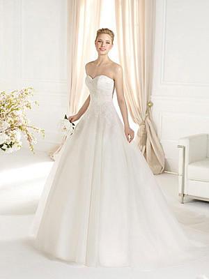 Empire-Kleid und Co. Welches Brautkleid zu welcher Figur?