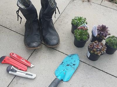 alte stiefel bepflanzen so werden alte schuhe zum diy garten hingucker. Black Bedroom Furniture Sets. Home Design Ideas