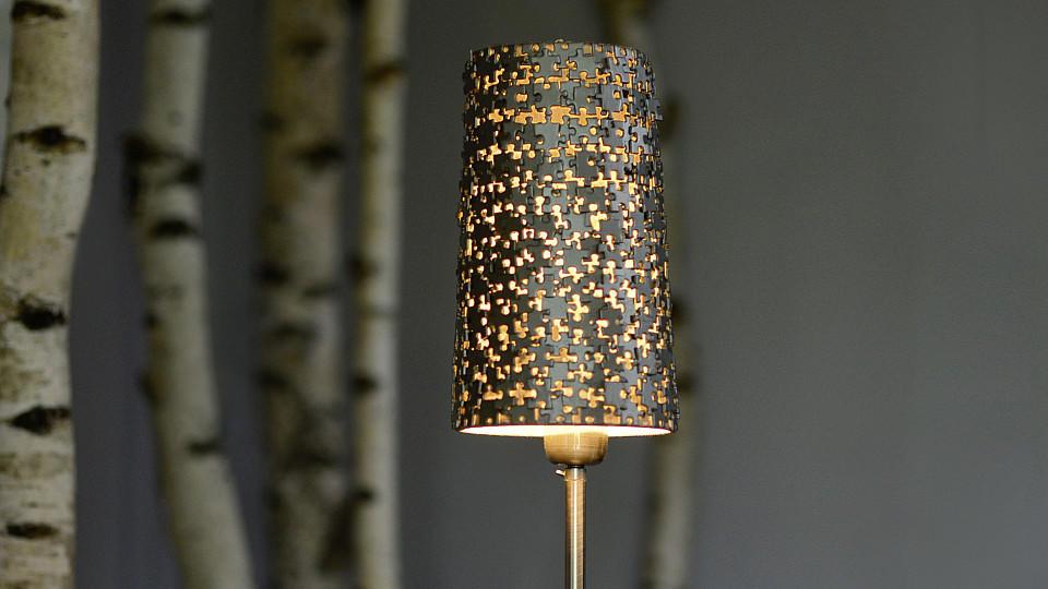 lampenschirm versch nern puzzlelampe einfach selber machen. Black Bedroom Furniture Sets. Home Design Ideas