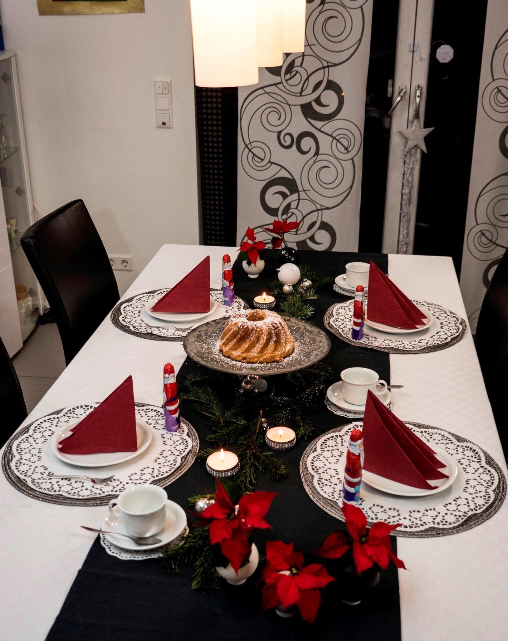 weihnachtliche tischdeko selber basteln schritt f r. Black Bedroom Furniture Sets. Home Design Ideas