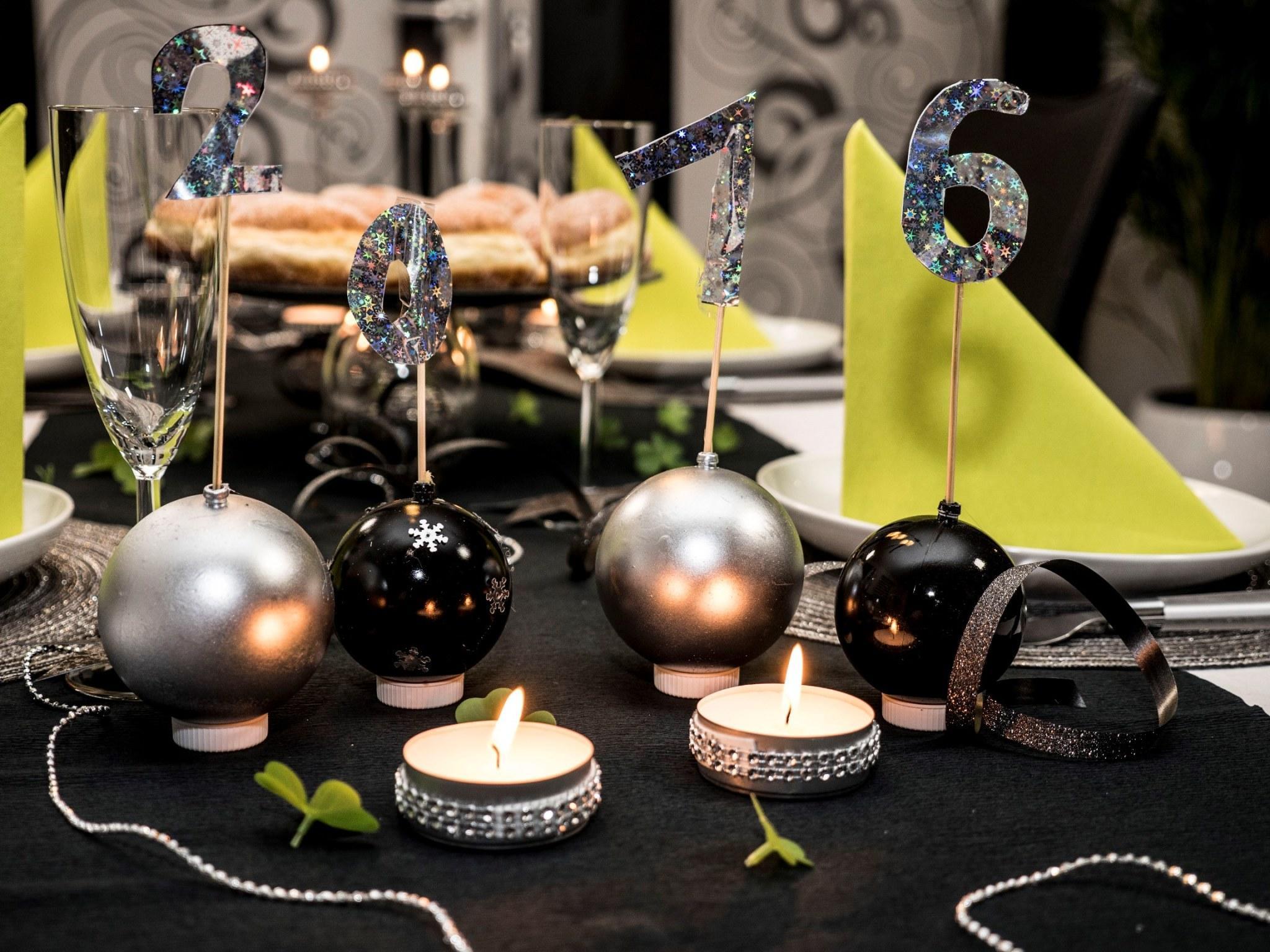 weihnachtliche tischdeko selber basteln schritt f r schritt anleitung. Black Bedroom Furniture Sets. Home Design Ideas