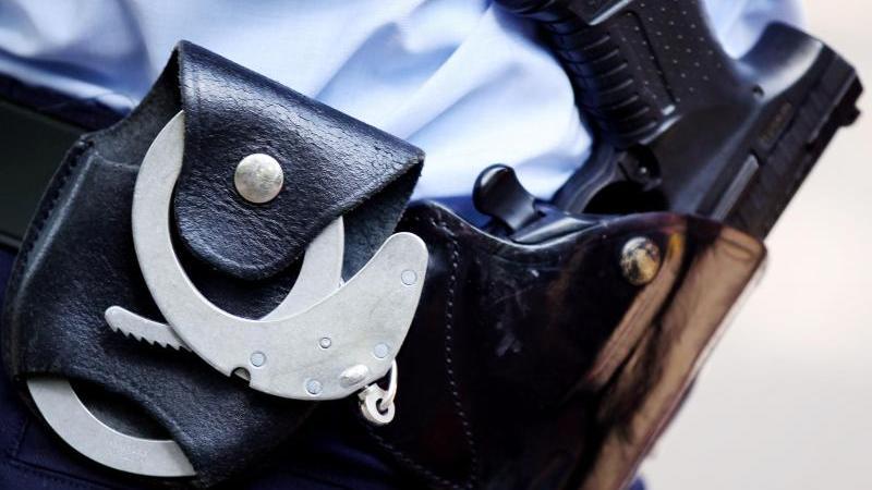 pistole und gürtel