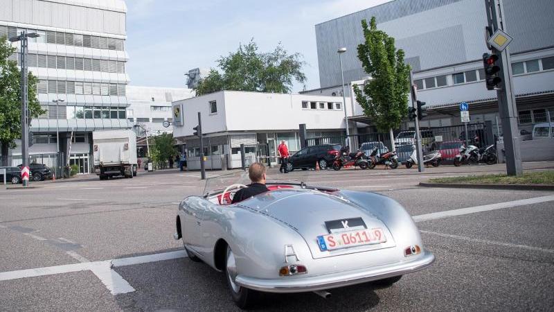 Porsche 70 Geburtstag Mit Jubilaumsmodell Und Auto Taufe