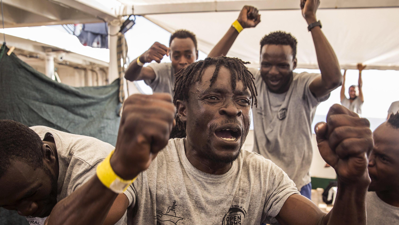 """Flüchtlinge auf Rettungsschiff """"Open Arms"""""""