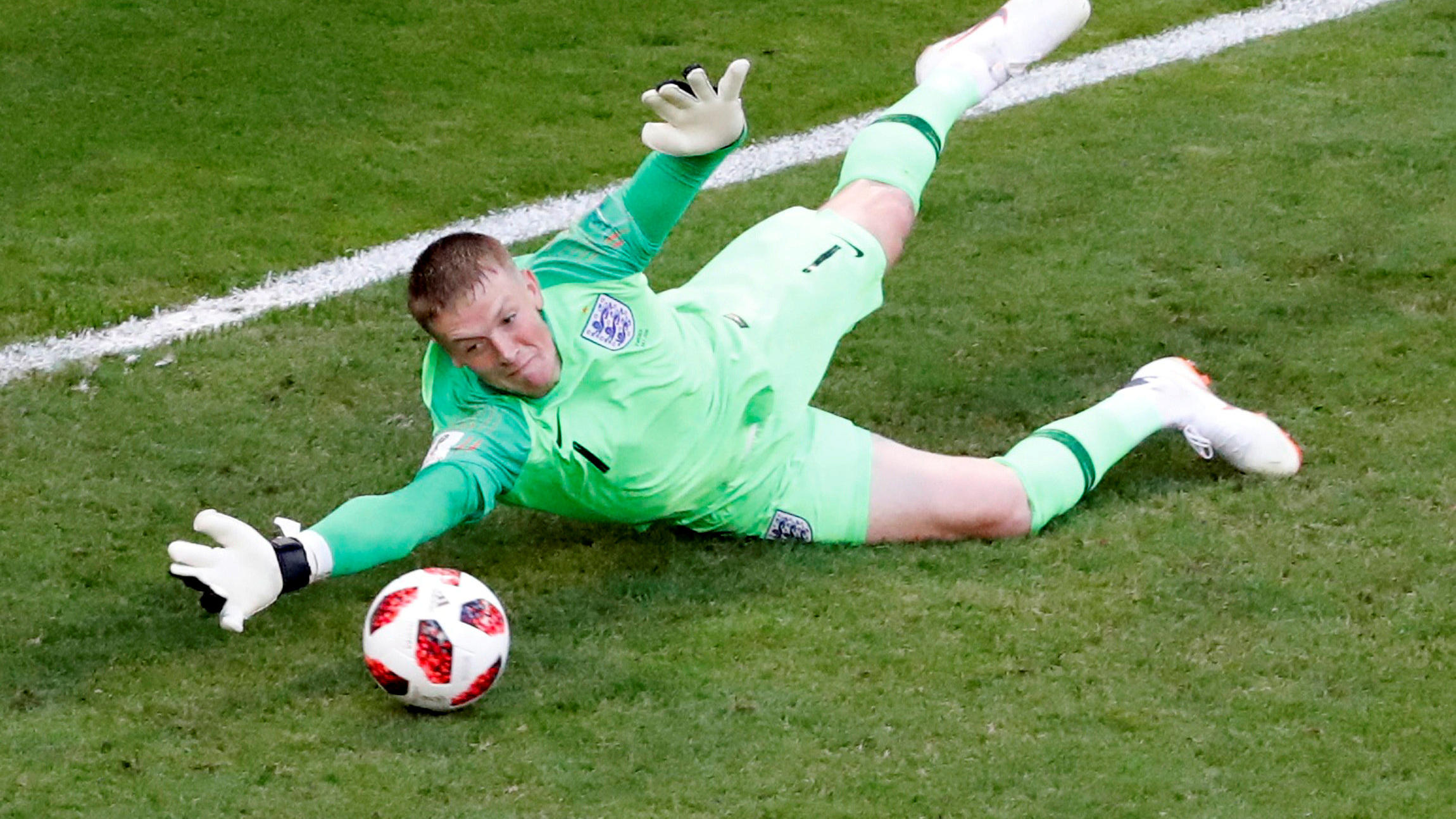 Soccer Football - World Cup - Quarter Final - Sweden vs England - Samara Arena, Samara, Russia - July 7, 2018  England's Jordan Pickford makes a save  REUTERS/David Gray     TPX IMAGES OF THE DAY