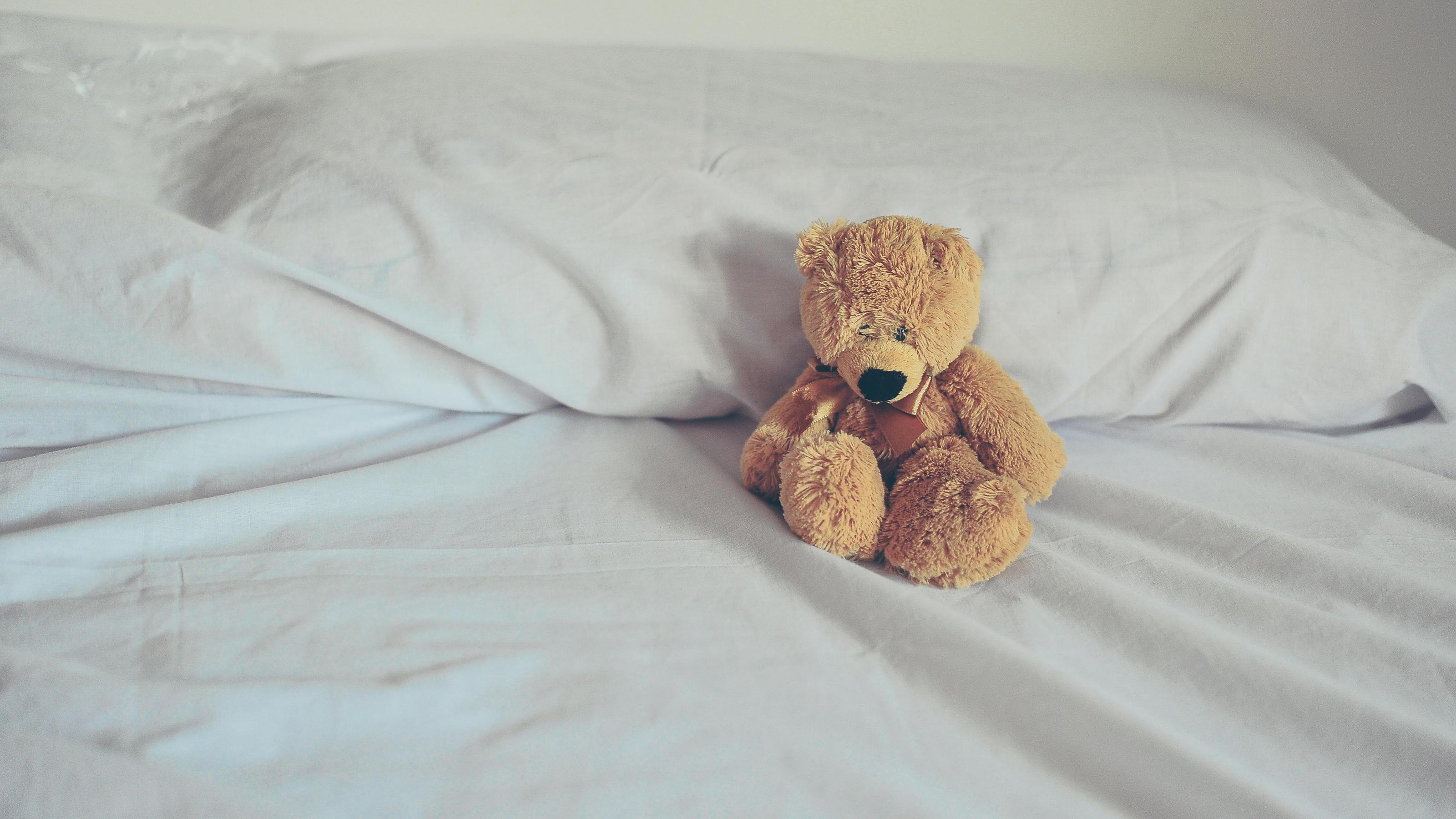 Berlin: kind 8 stürzt aus hochbett in den tod geldstrafe für eltern