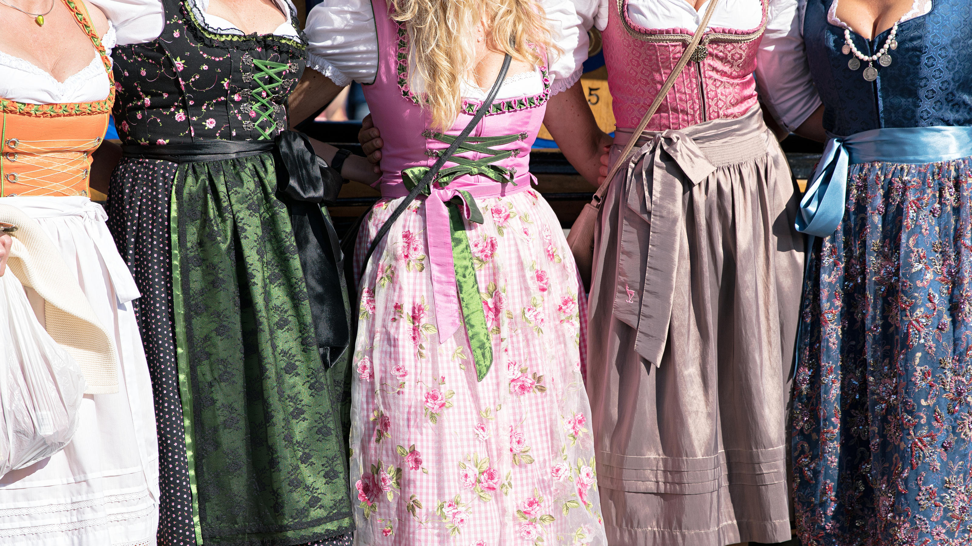 oktoberfest das sind die 6 gr ten dirndl fehler. Black Bedroom Furniture Sets. Home Design Ideas