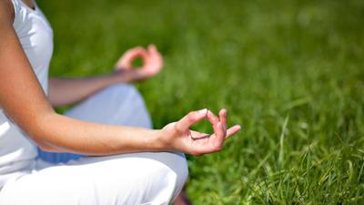 Yoga-Asana 'Die Krähe' mit Amiena Zylla