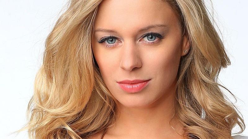 AWZ-Star Juliette Greco zum zweiten Mal Covergirl des PLAYBOY