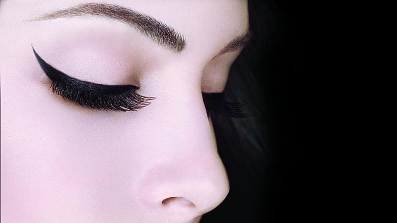 lidstrich ziehen spezielle eyeliner schablonen und co im test. Black Bedroom Furniture Sets. Home Design Ideas
