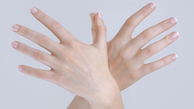 was machen alle um die fingernägel