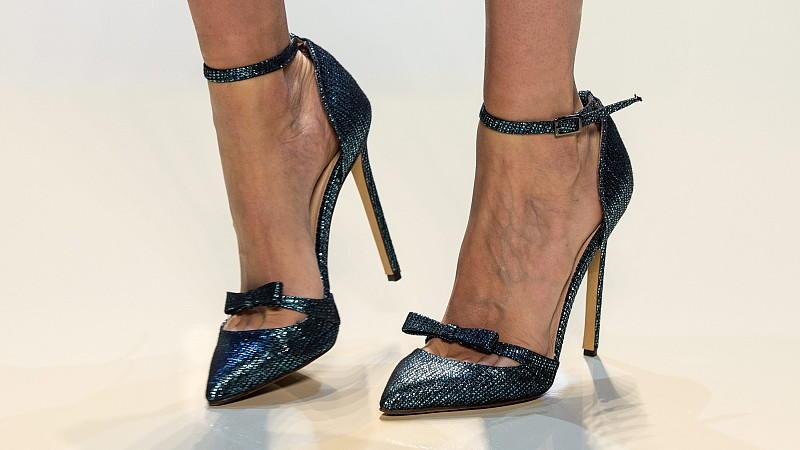 laufen auf high heels so gelingt der perfekte high heels walk. Black Bedroom Furniture Sets. Home Design Ideas