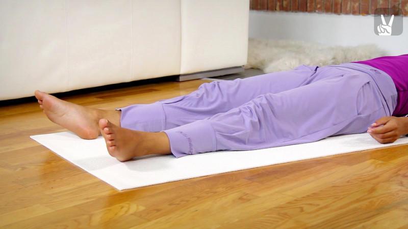 yoga dehn bungen f r die beine entspannung in f nf minuten. Black Bedroom Furniture Sets. Home Design Ideas