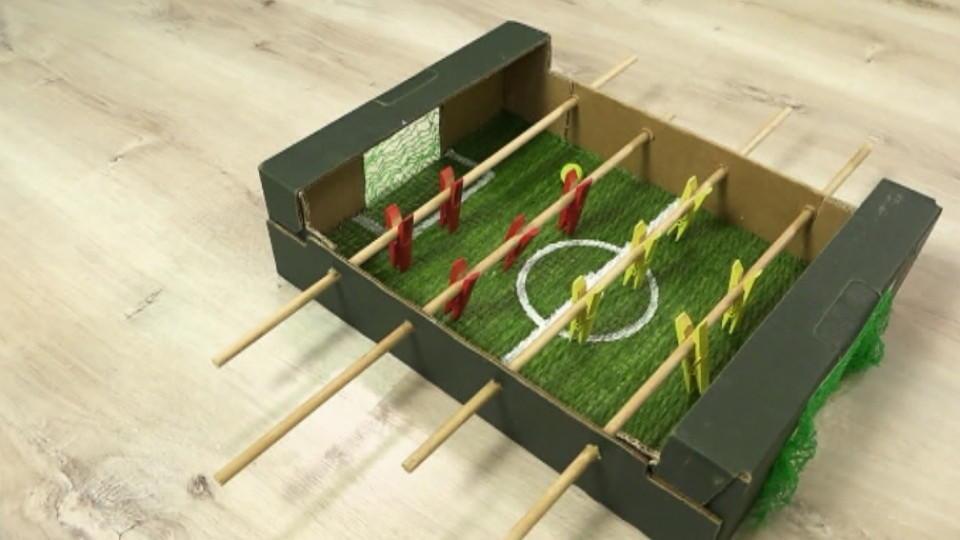 spiele selber machen angelspiel und kicker basteln. Black Bedroom Furniture Sets. Home Design Ideas