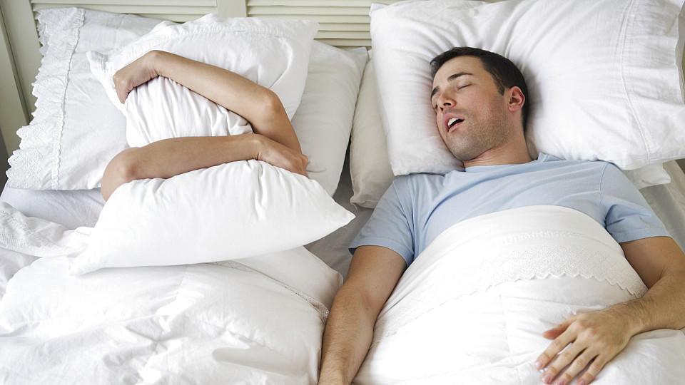 endlich ruhe so bekommen sie schnarchen in den griff. Black Bedroom Furniture Sets. Home Design Ideas