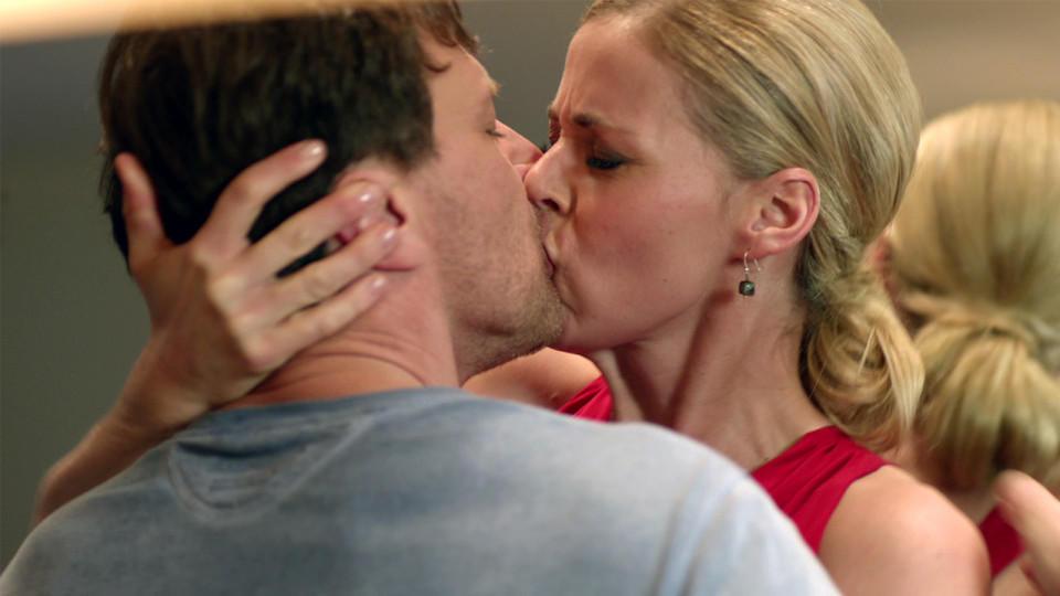 Lehrer Küsst Schülerin