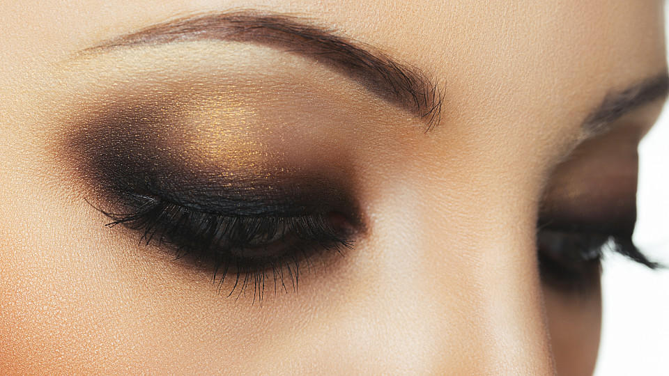 smokey eyes schminken dieses make up ist ideal. Black Bedroom Furniture Sets. Home Design Ideas