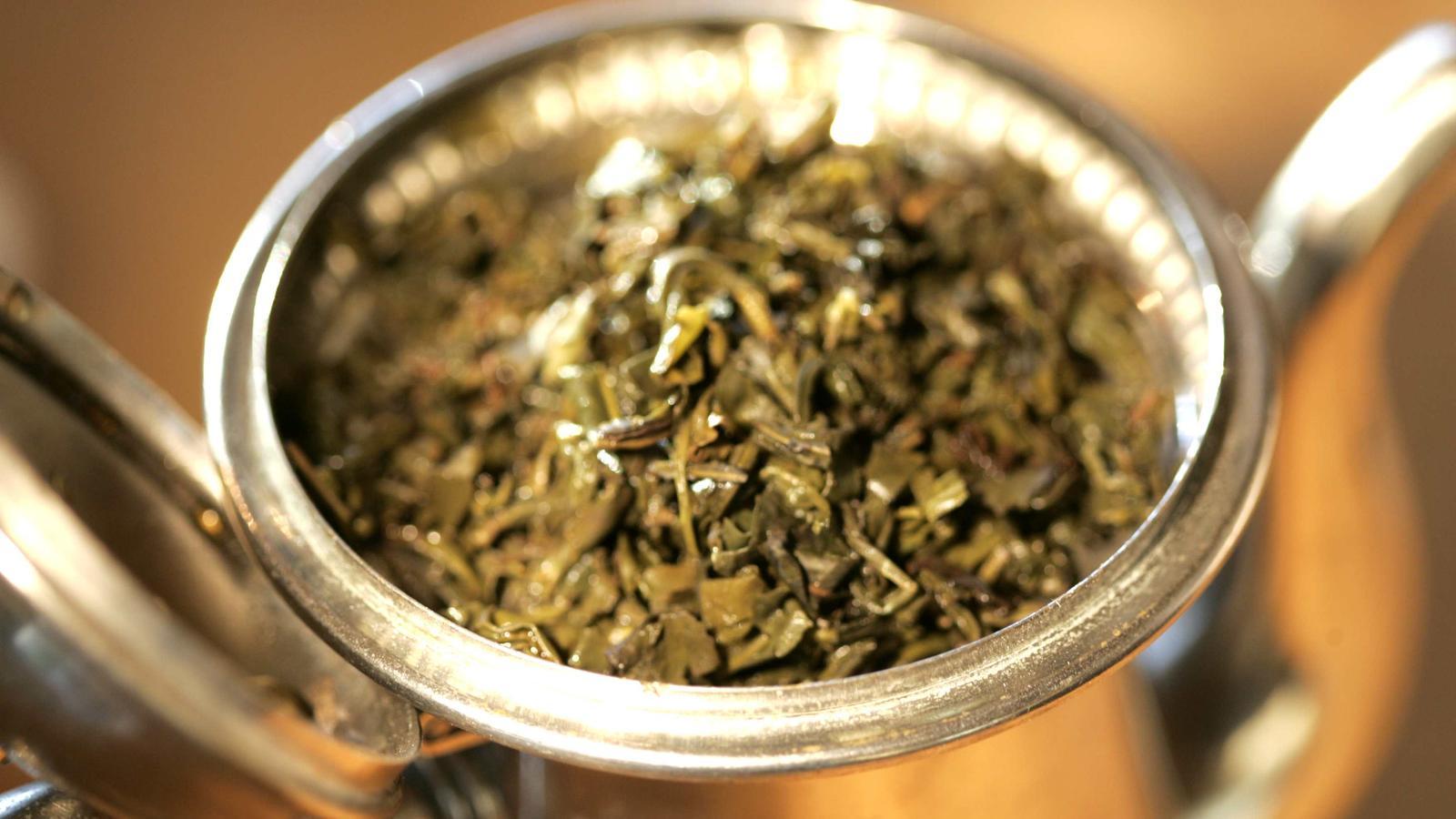 Abwarten und Tee trinken: So wirken Entwässerungstees