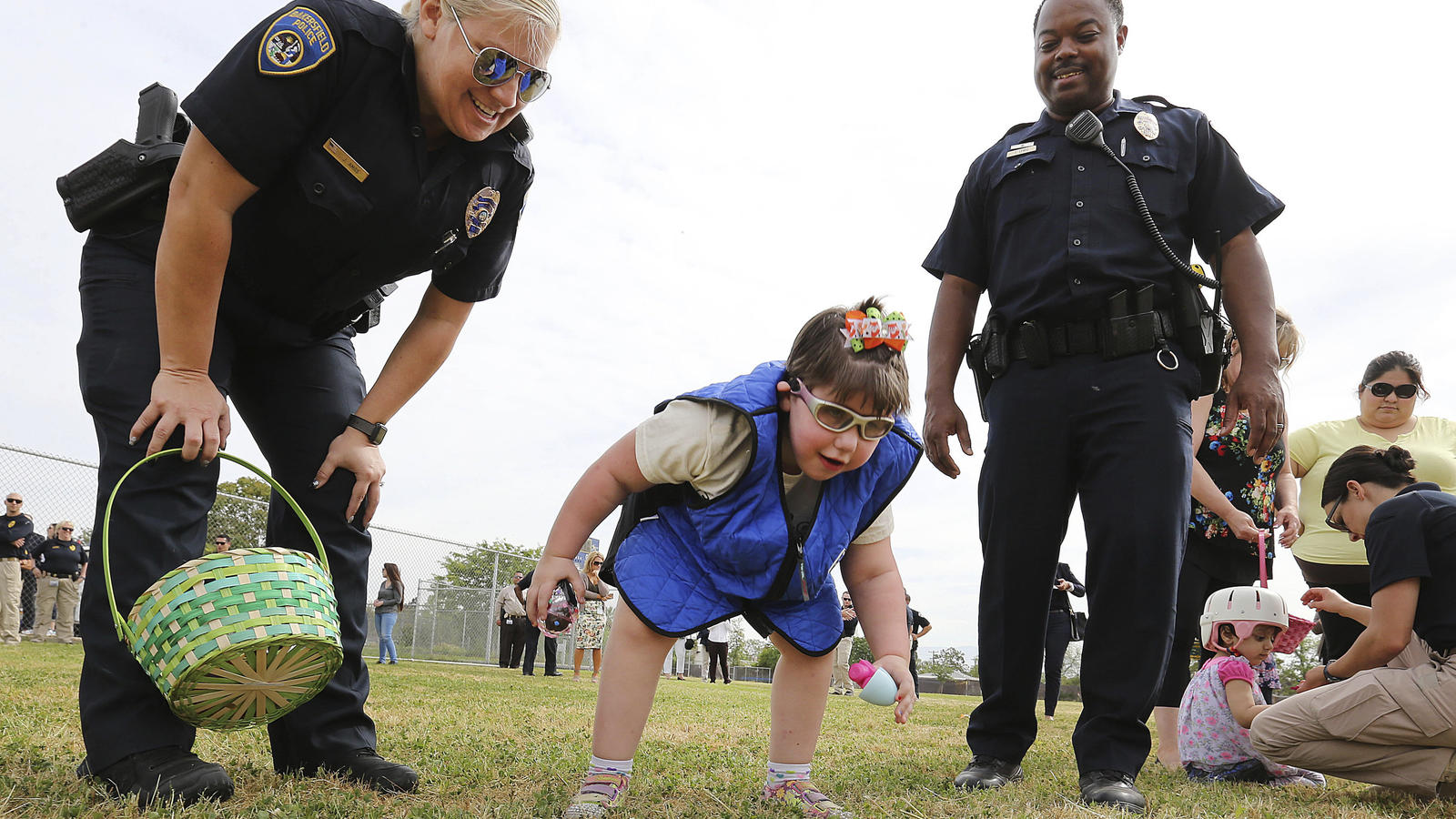 Piepsende Eier in Kalifornien: Polizei überrascht blinde Kinder mit ...