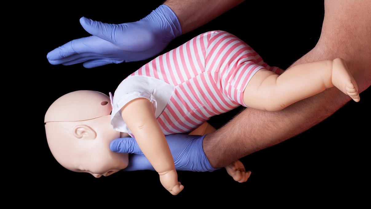 Baby Verschluckt Sich An Speichel