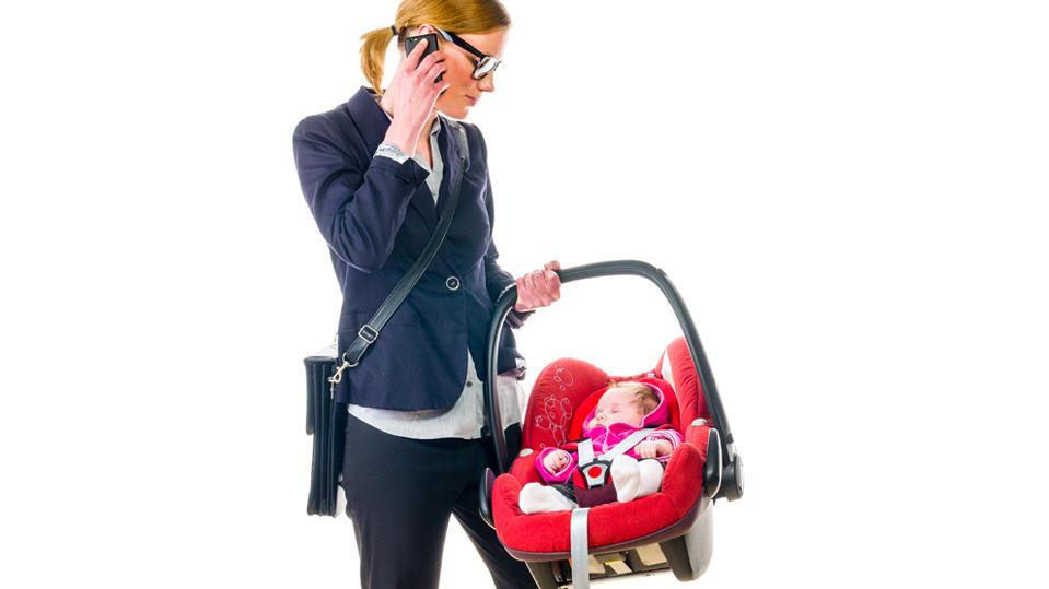 babyschalen wie eltern sie richtig tragen und haltungssch den vermeiden tipps von einer. Black Bedroom Furniture Sets. Home Design Ideas