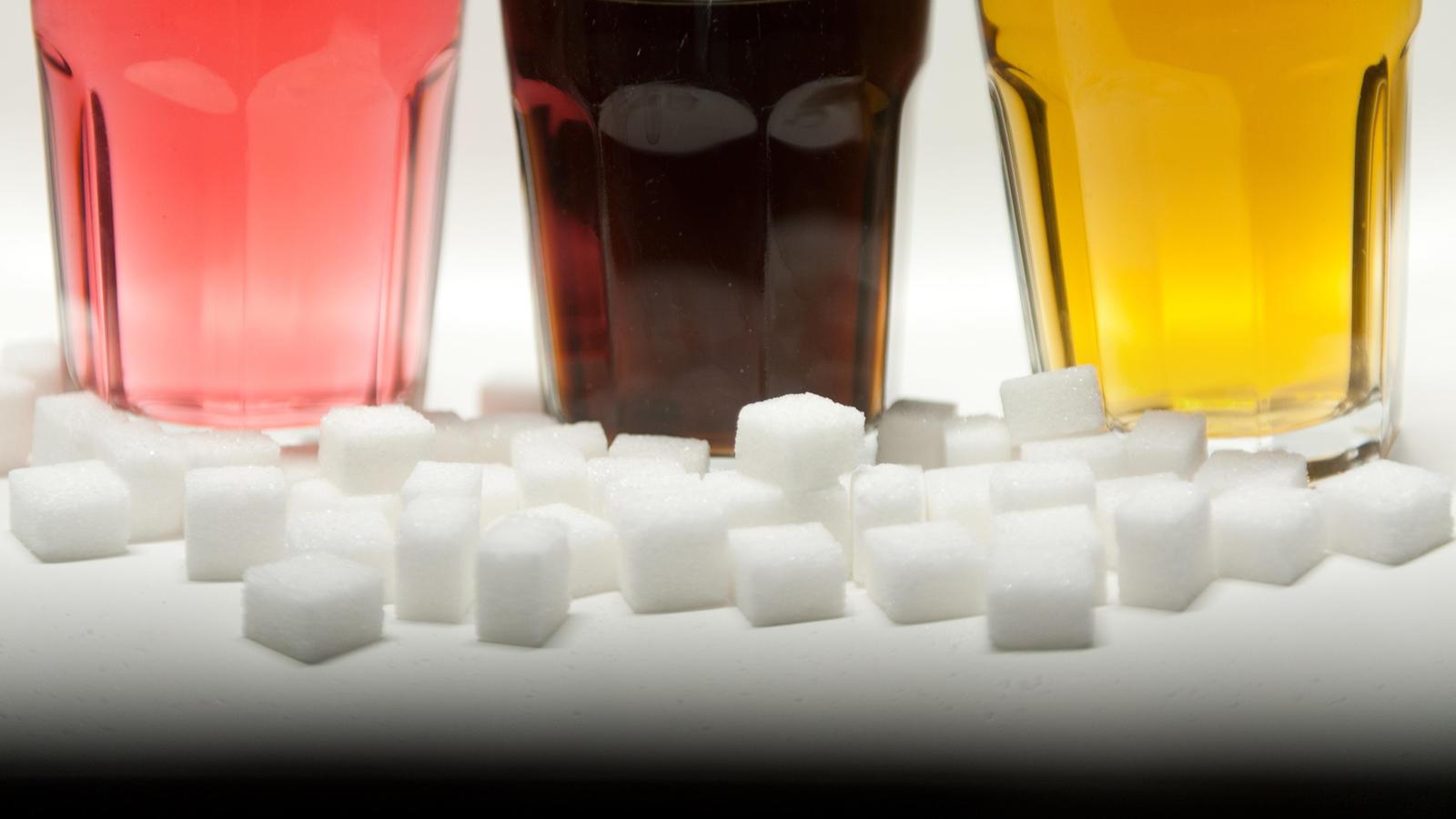 Erfrischungsgetränke bei Öko-Test: Viel zu viel Zucker und ...