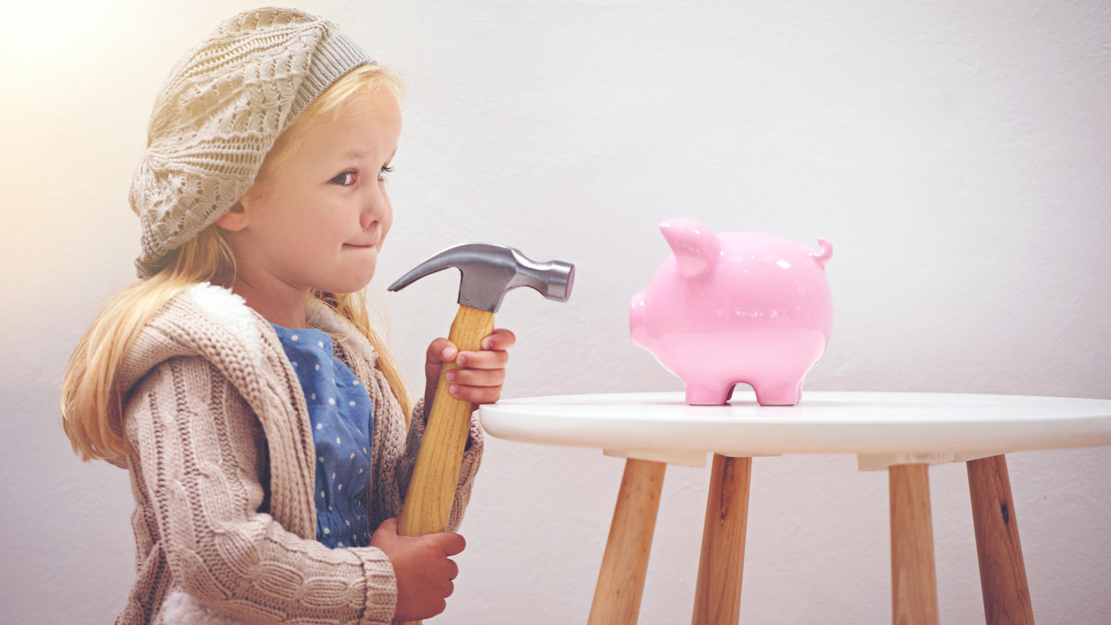 A little girl standing next to her piggy bank with a hammerhttp://195.154.178.81/DATA/i_collage/pi/shoots/783492.jpg