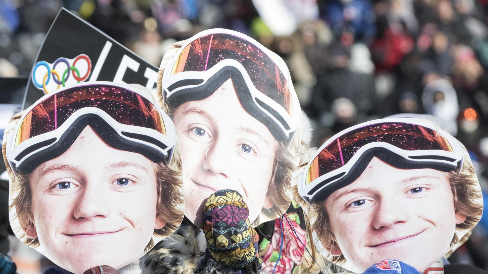 11th February 2018, Pyeongchang, South Korea&#x3B; 2018 Winter Olympic Games Olympische Spiele Olympia OS Phoenix Snow Park&#x3B; American spectators hold up face cutouts of Red Gerard (USA) to show their support for him during the Mens Slopestyle Final PUBLIC