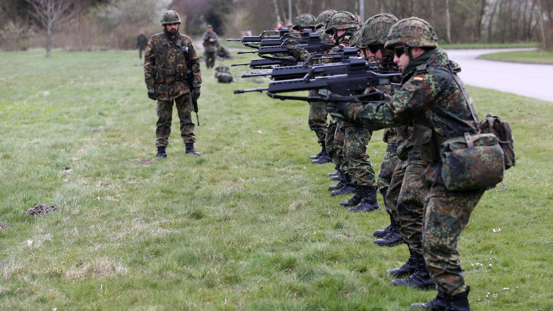 Teure Teilnahme: Bundeswehr schickt Nato mehr Soldaten ...