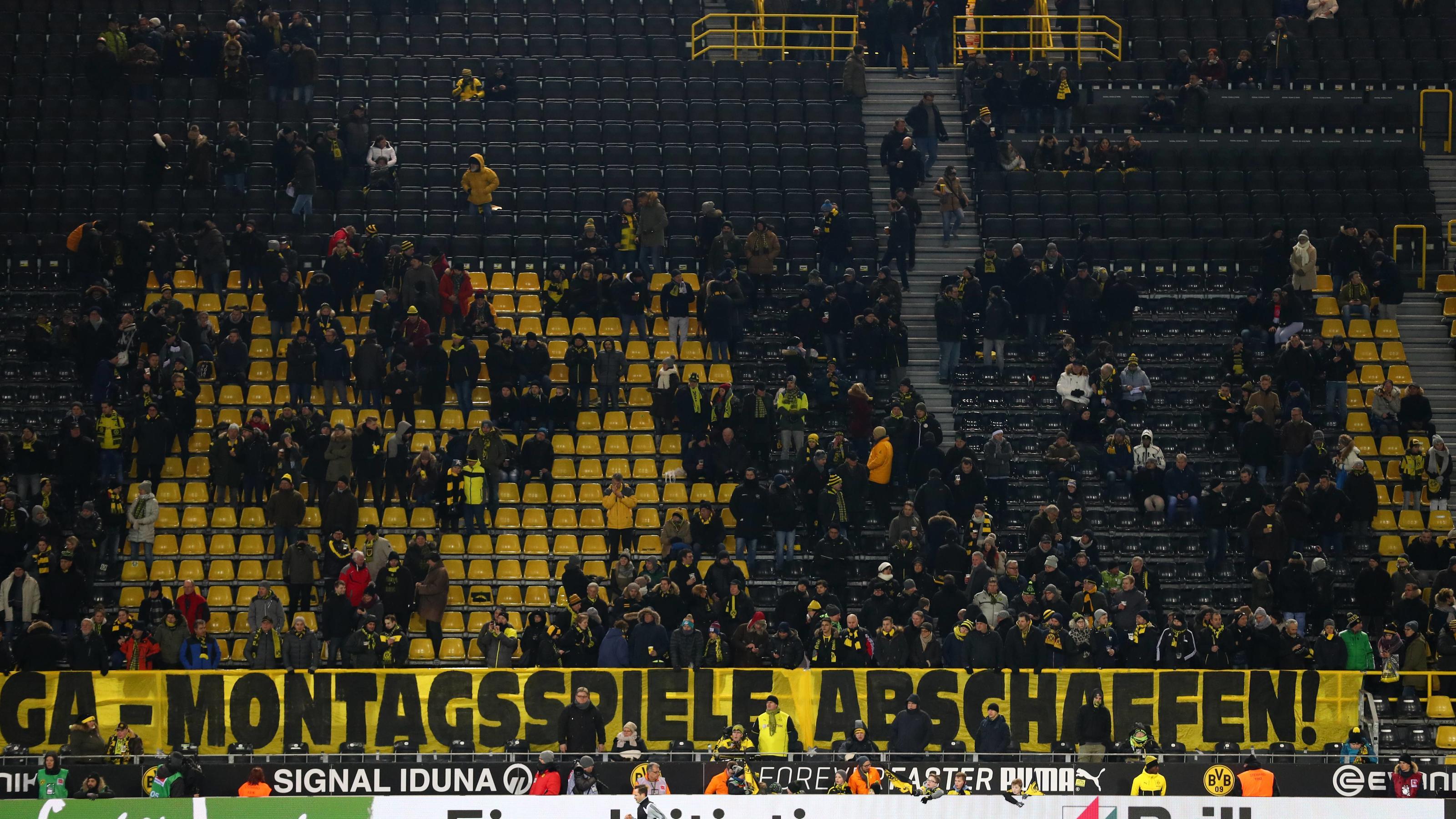 montagsspiel fan boykott berschattet dortmunder remis gegen augsburg. Black Bedroom Furniture Sets. Home Design Ideas