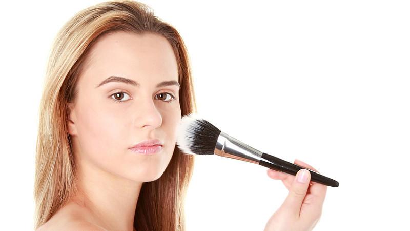 make up fixieren so h lt schminke richtig lange. Black Bedroom Furniture Sets. Home Design Ideas