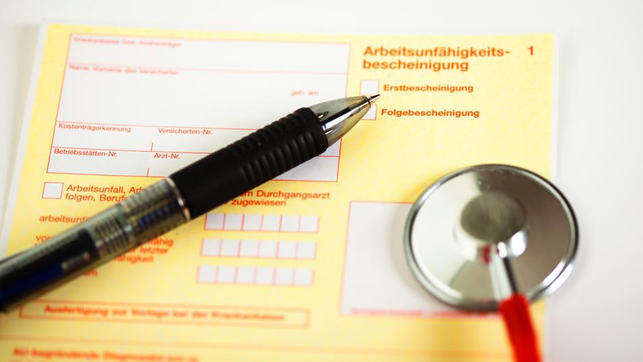 Krankgeschrieben: Einkaufen erlaubt - trotz Attest